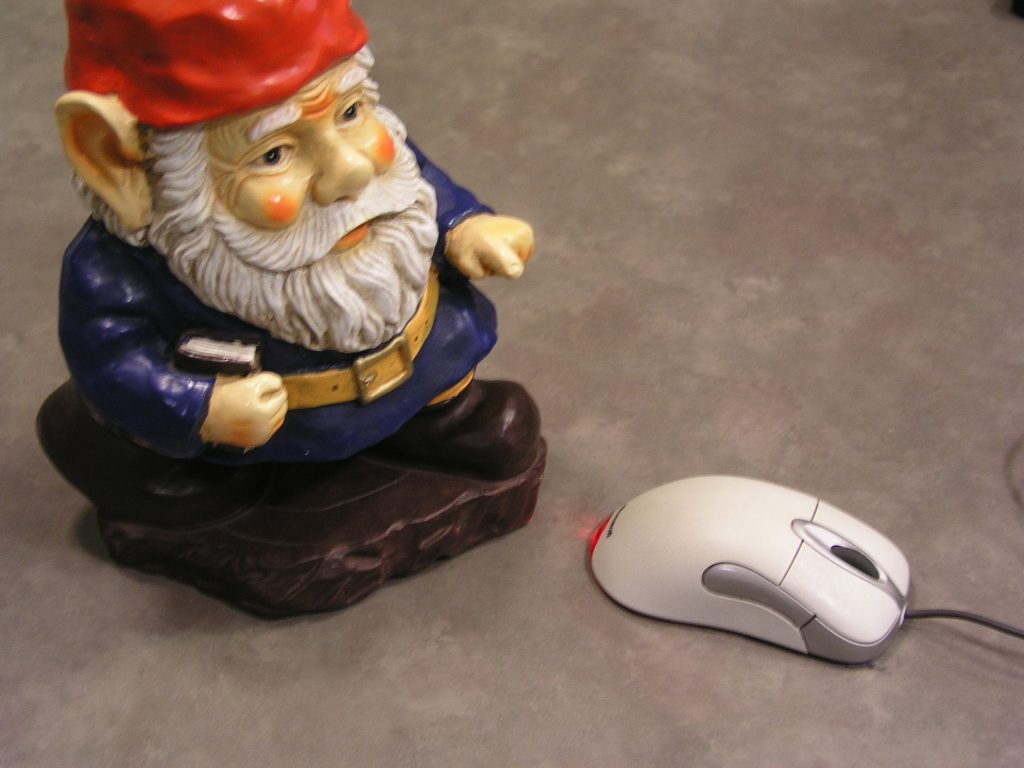 Gnome with mouse